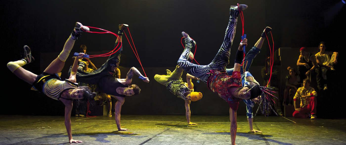 1400x590 Cirque Eloize2©Valérie Remise.jpg