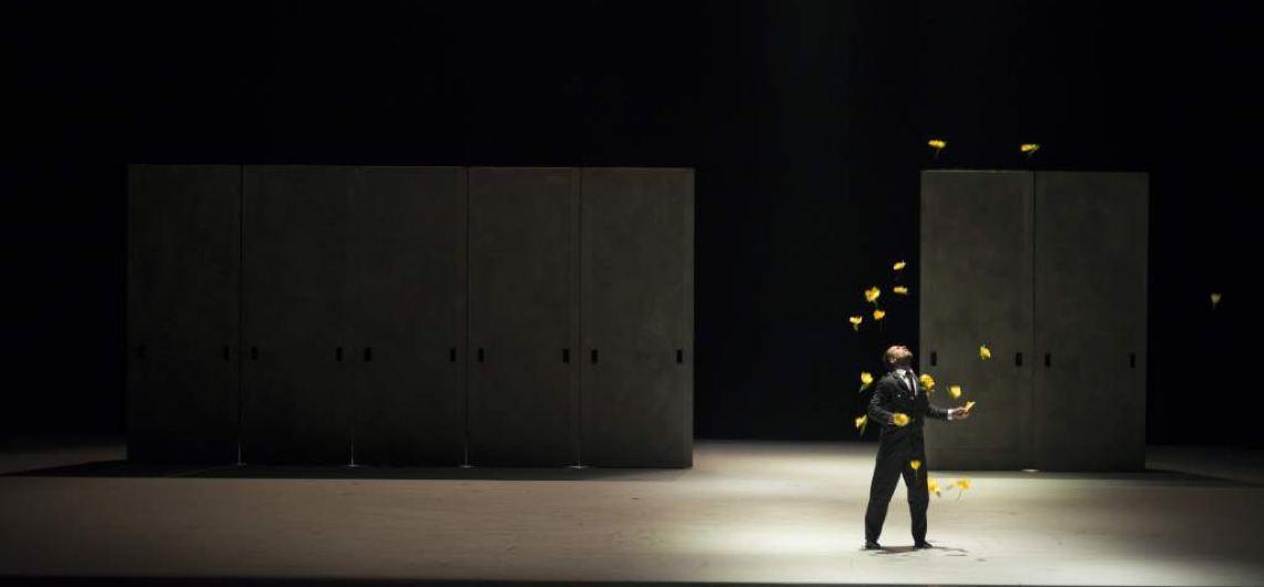 """Ein großer Tusch eröffnet den Ballettabend am Festspielhaus St. Pölten. Die Tonkünstler Niederösterreich intonieren einen der bekanntesten Ohrwürmer überhaupt, das Prélude zu George Bizet's """"Carmen"""". Choreograph John Inger lässt seine getanzte Version der Oper so wie das Original beginnen: mit flotter, leichtverdaulicher Musik, die jedes erdenkliche Spanien-Klischee bedient. © Jesús Vallinas"""