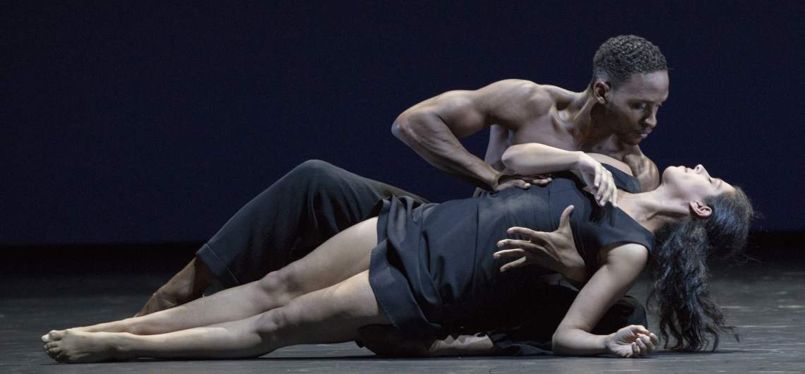 """Ballett am Rhein und das Tonkünstler-Orchester im Festspielhaus St. Pölten. """"7"""" ist die choreographische Antwort von Martin Schläpfer auf Mahlers 7. Sinfonie. © Gert Weigelt"""