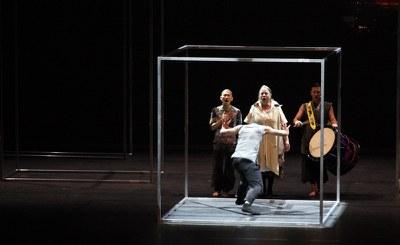 """""""Unbeschreiblich, genial, berührend, humorig, choreographische Meisterleistung mit tollen Menschen auf der Bühne....ich könnt mirs wieder und wieder ansehen"""" (Susanne Klinger, Facebook-Kommentar) © Katharina Zettel"""